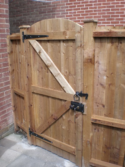 Lock For Garden Gate , Garden and Modern House Image